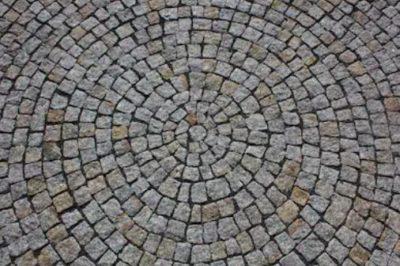 Chaussesten i cirkelmønster